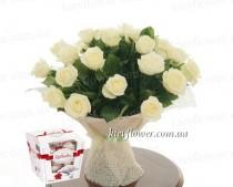 25 белых роз + Рафаэлло в подарок