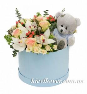 Цветы в коробке с Мишкой — Kievflower - Доставка цветов