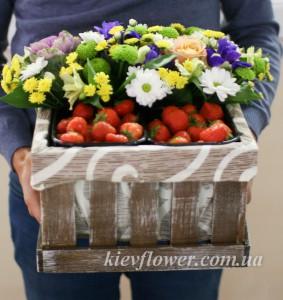 Клубнично-цветочный презент — Kievflower - Доставка цветов