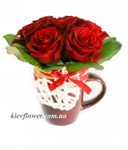 Композиция в чашке из красных роз — Розы заказать с доставкой в KievFlower.  Артикул: 9105