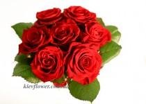 Композиция в чашке из красных роз