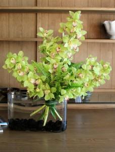 Орхидея Цимбидиум в букете — Kievflower - Доставка цветов