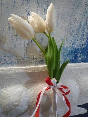 3 тюльпана — Букеты цветов заказать с доставкой в KievFlower.  Артикул: 17996
