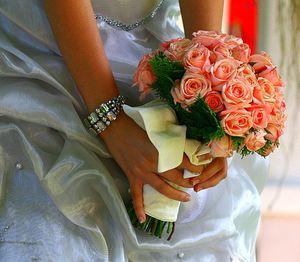 Букет невесты из коралловых роз №2 — Свадебные букеты заказать с доставкой в KievFlower.  Артикул: 9002