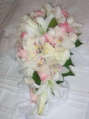 Букет невесты из лилий и орхидей № 8 — Свадебные букеты заказать с доставкой в KievFlower.  Артикул: 9008