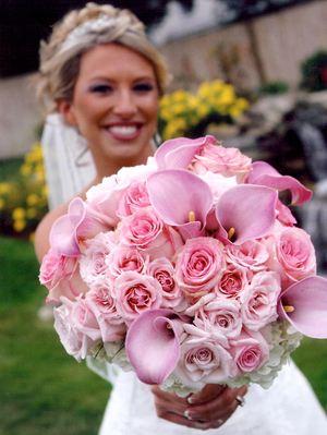 Букет невесты из калл и роз № 12 — Свадебные букеты заказать с доставкой в KievFlower.  Артикул: 9012
