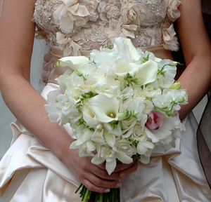 Свадебный букет № 22 — Свадебные букеты заказать с доставкой в KievFlower.  Артикул: 9022