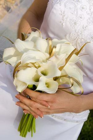Свадебный букет невесты № 42 — Свадебные букеты заказать с доставкой в KievFlower.  Артикул: 9042