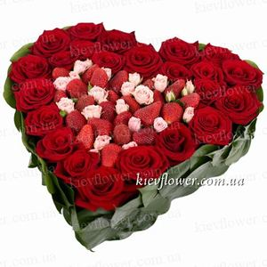 """Сердце """"Клубничный поцелуй"""" — Букеты цветов заказать с доставкой в KievFlower.  Артикул: 0821"""