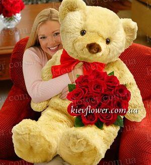 Мишка гигант с букетом роз — Букеты цветов заказать с доставкой в KievFlower.  Артикул: 0577