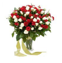 Микс из 79 красных и белых роз
